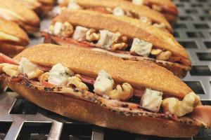 boulangerie gout(ブーランジュリーグウ)ゴルゴンゾーラとパストラミポークのカスクルート
