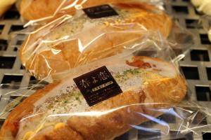 boulangerie gout(ブーランジュリーグウ) 春恋ドッグ〜コロッケパン